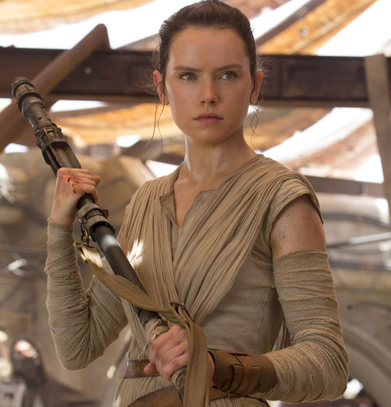 daisy-ridley-star-wars-the-force-awakens-poster-stills-and-promos-2015_3
