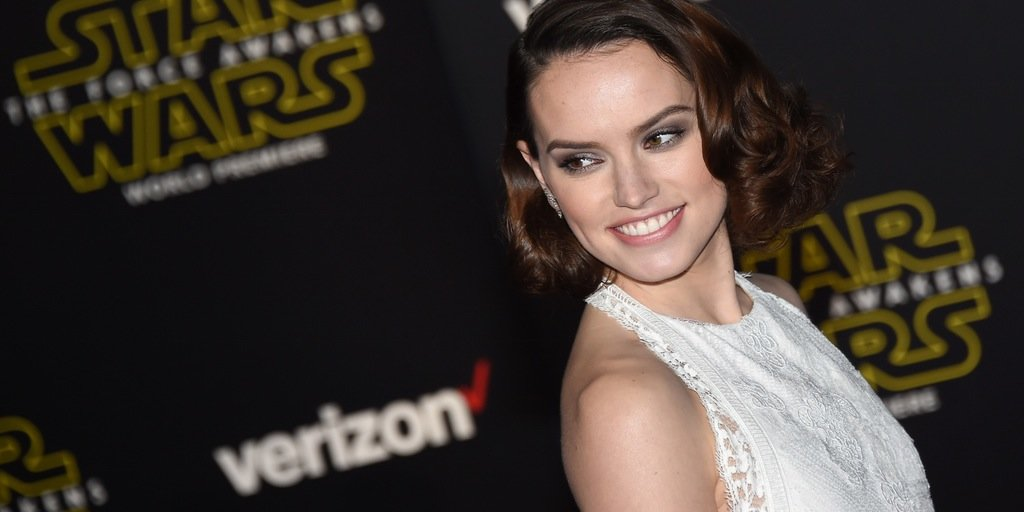 daisy-ridley-at-the-star-wars-the-force-awakens-premiere